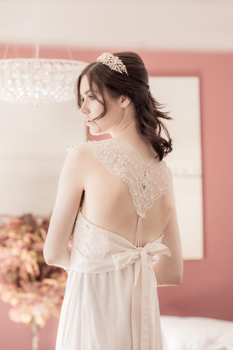 detalhe-de-vestido-de-noiva-com-renda-e-perolas