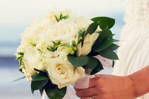 Como escolher o buquê de noiva para casamento na praia