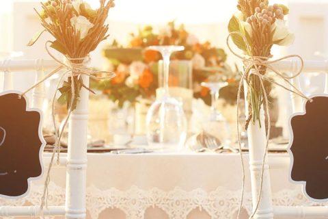 Plaquinhas divertidas para casamento: da cerimônia à festa