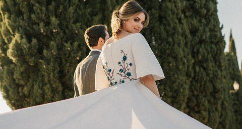 Vestidos de noiva com detalhes coloridos | Veja como escolher o modelo ideal