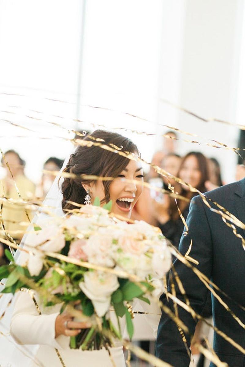 fitas coloridas para jogar nos noivos na saída do casamento