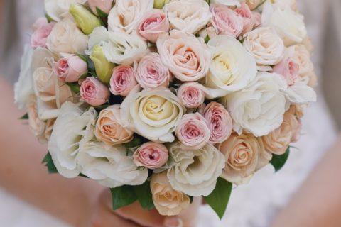 Como usar um buquê de noiva simples no casamento