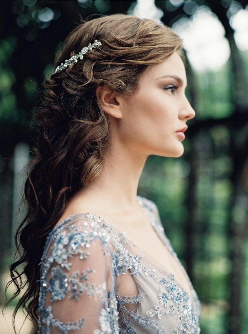 penteado-para-madrinha-de-casamento-semipreso-com-joia
