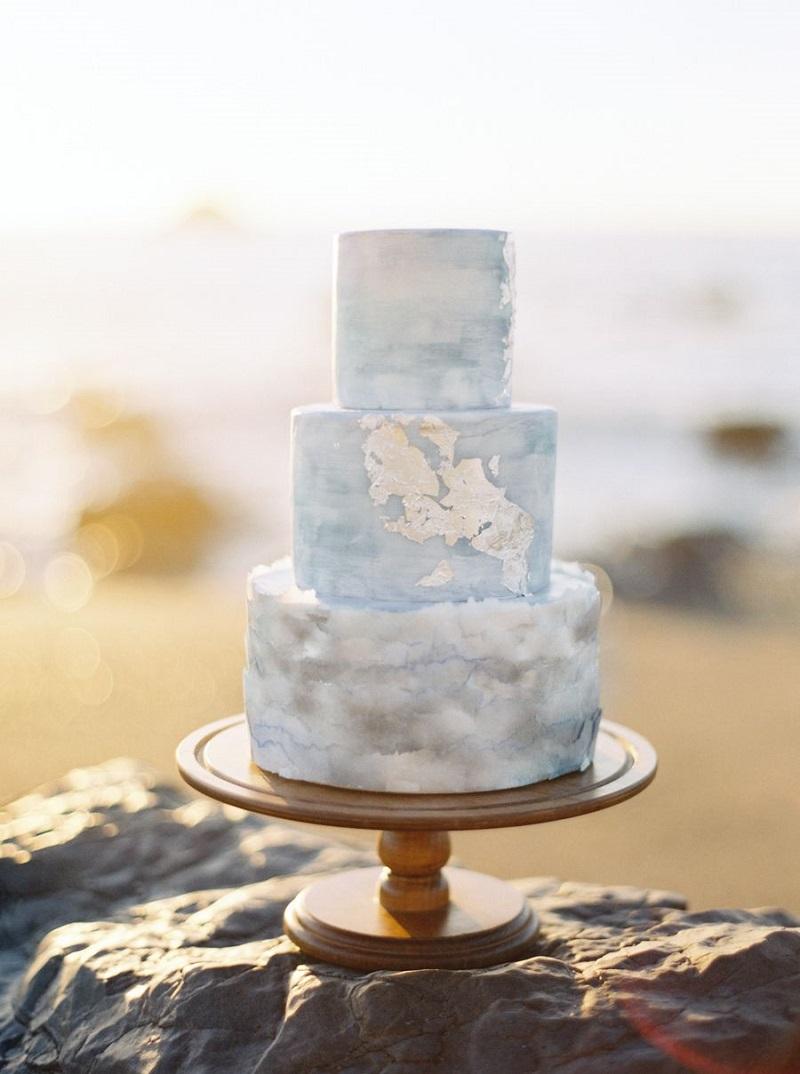 bolo-de-casamento-branco-com-efeito-mármore-e-cobertura-em-buttercream