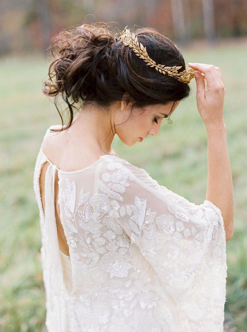tiara-dourada-com-folhas-para-noivas