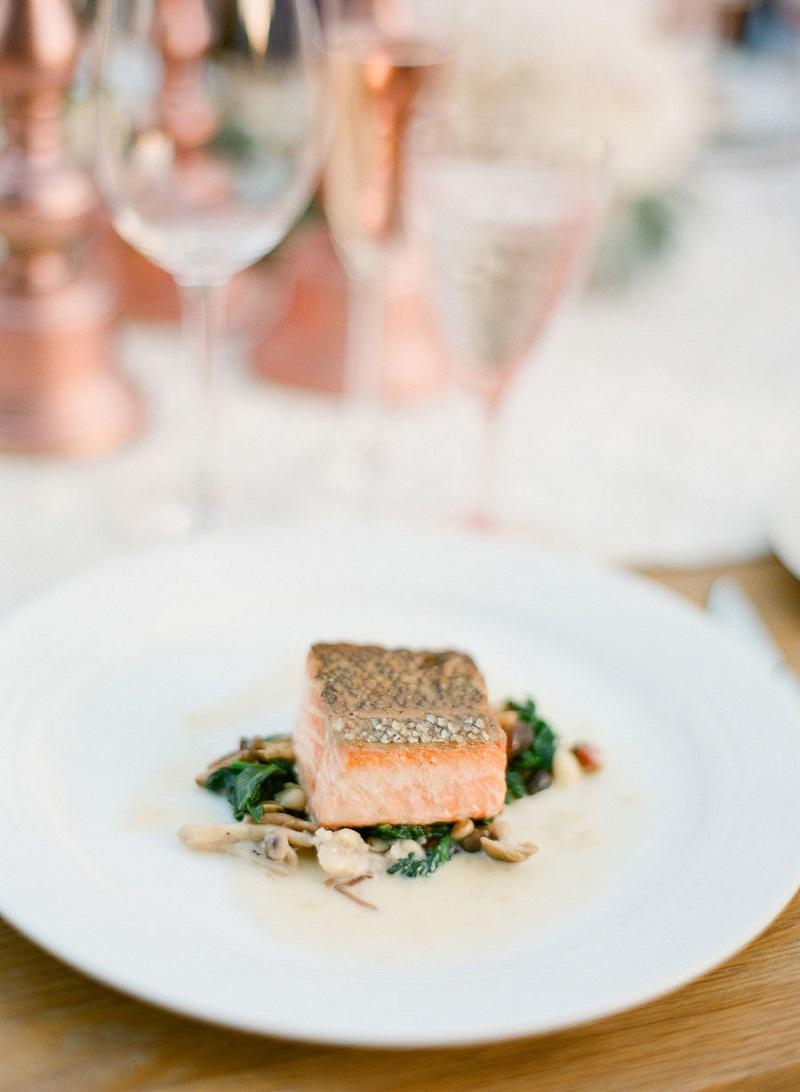 buffet-para-casamento-light-com-prato-de-salmão