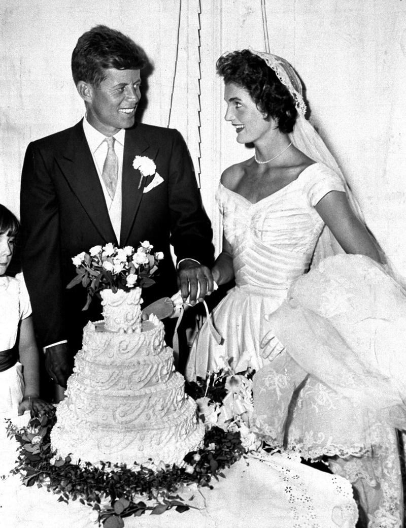 vestido de noiva ombro a ombro Jackie Kennedy