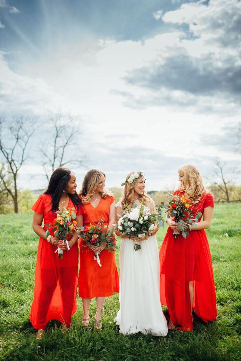 madrinha-de-casamento-com-vestido-laranja