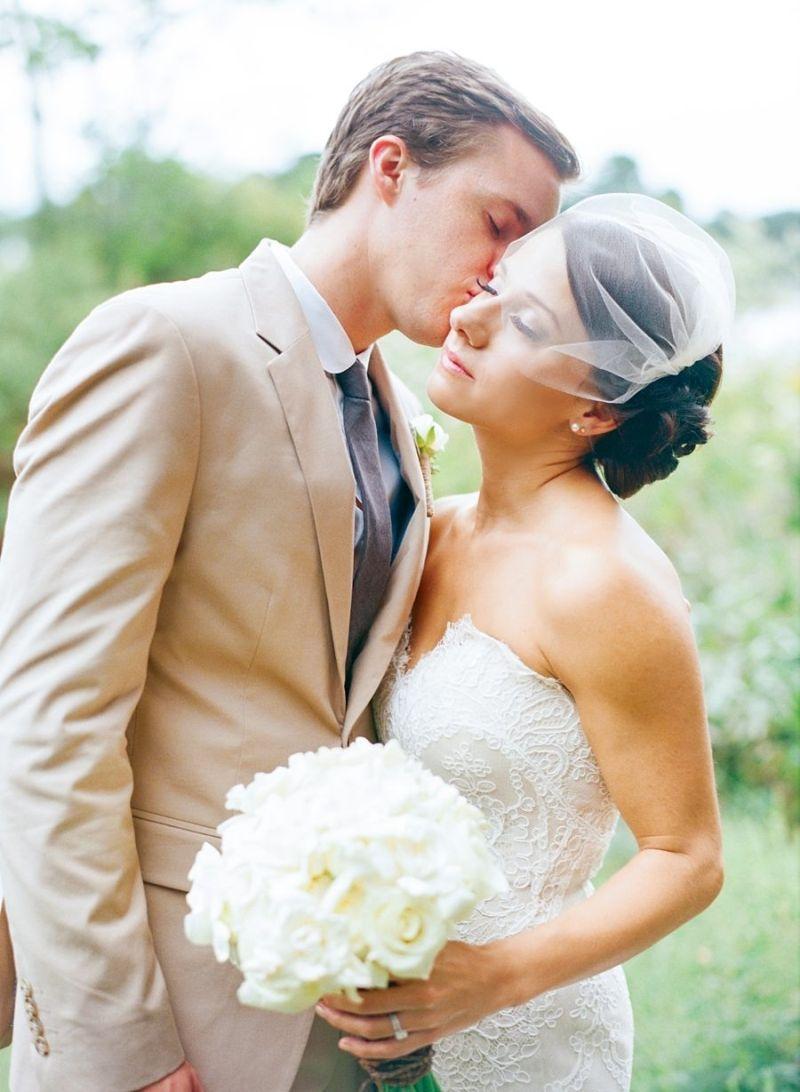 Terno do noivo para casamento no campo ou na praia