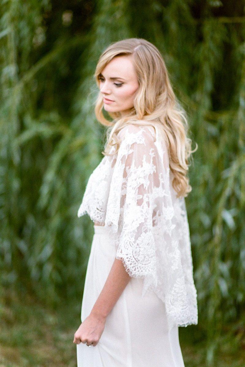 vestido-de-noiva-com-capa-de-renda-curta