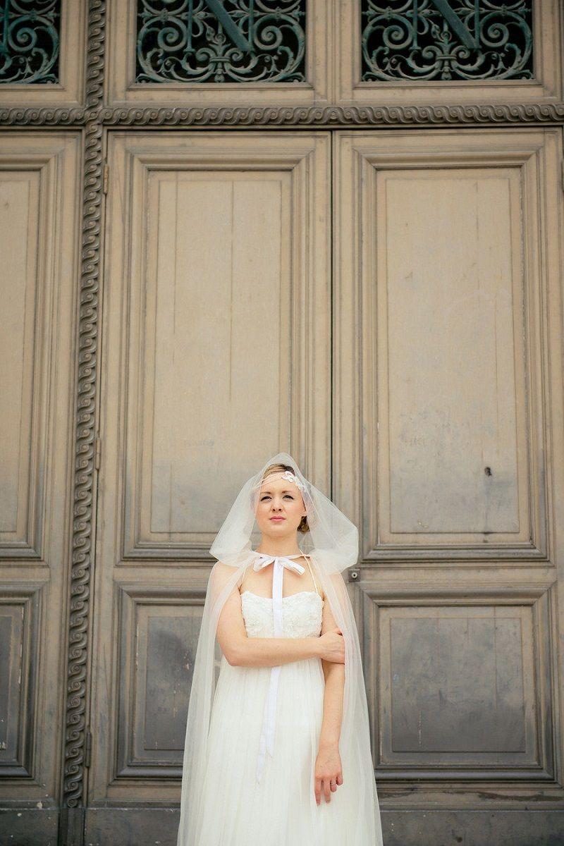 vestido-de-noiva-com-capa-e-capuz