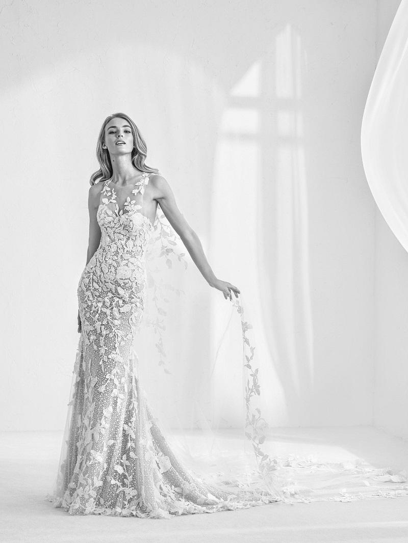 vestido-de-noiva-com-capa-bordada