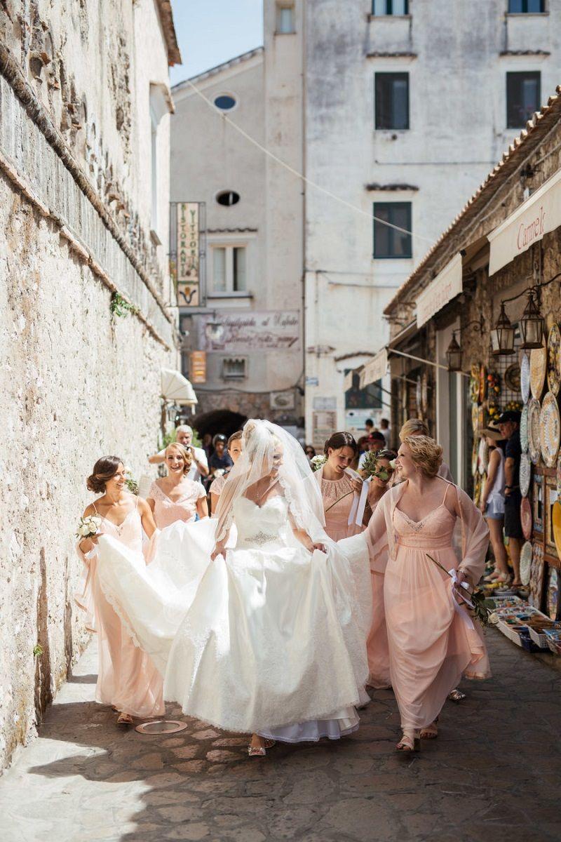 noiva-e-madrinhas-reunidas-em-foto-de-casamento