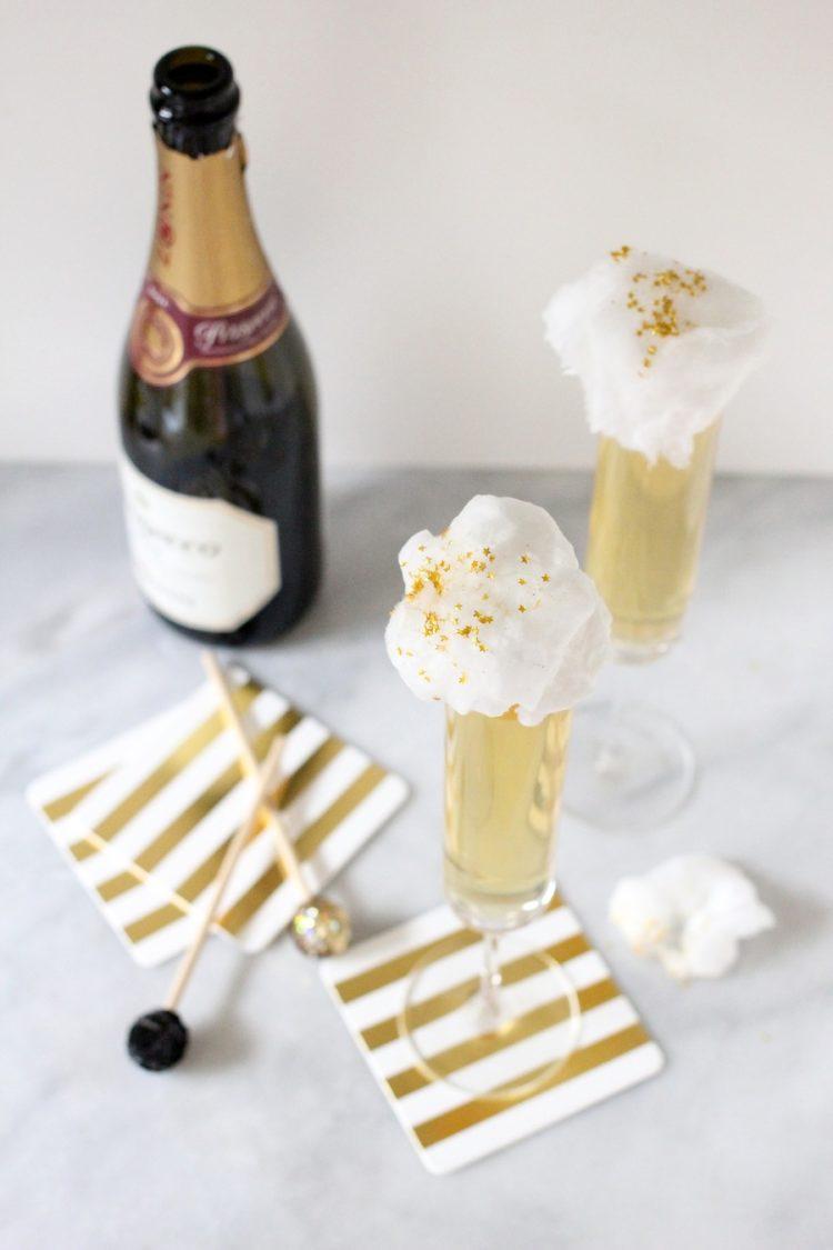 Combinação de uma taça de champagne do que sorvete