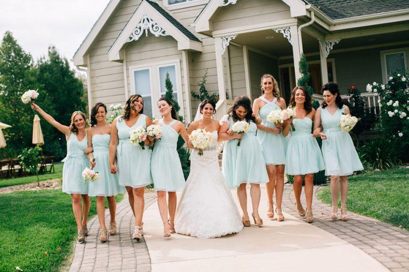 Vestido curto para festas de casamento
