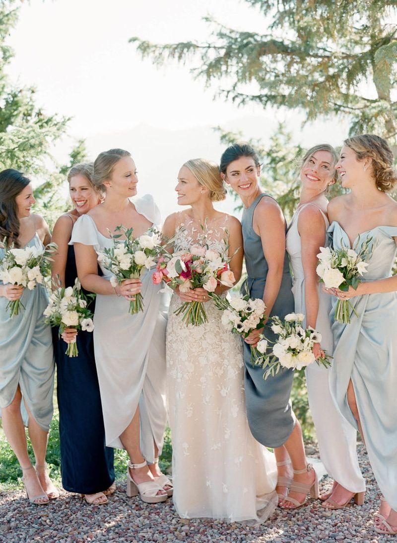 madrinhas-com-vestidos-em-tonalidade-azul