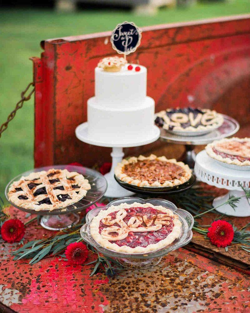 mesa-de-doces-para-casamento-ao-ar-livre
