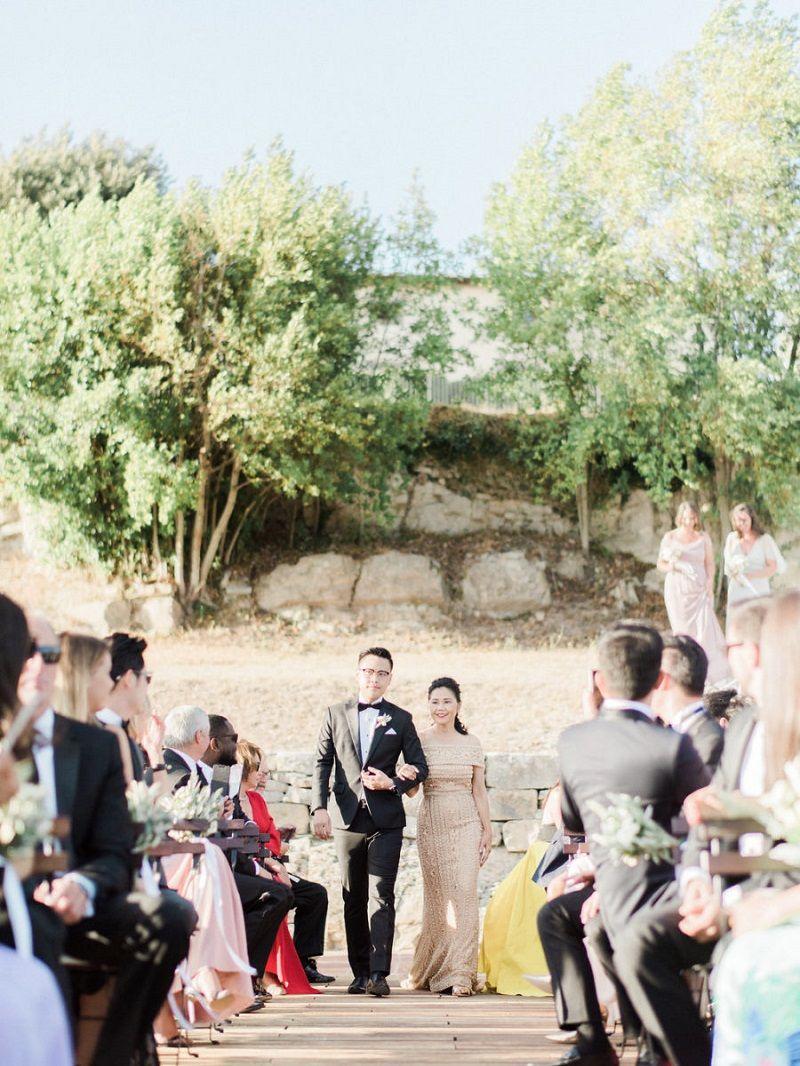 entrada-dos-padrinhos-na-cerimônia-de-casamento