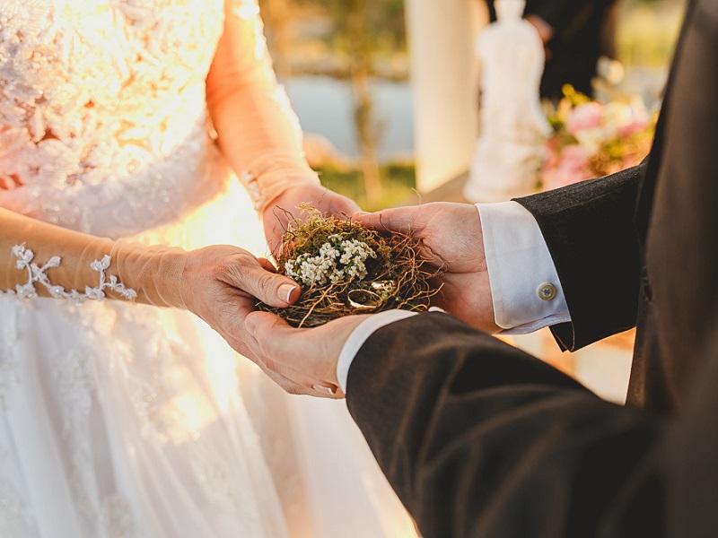 troca-de-alianças-na-cerimônia-de-casamento