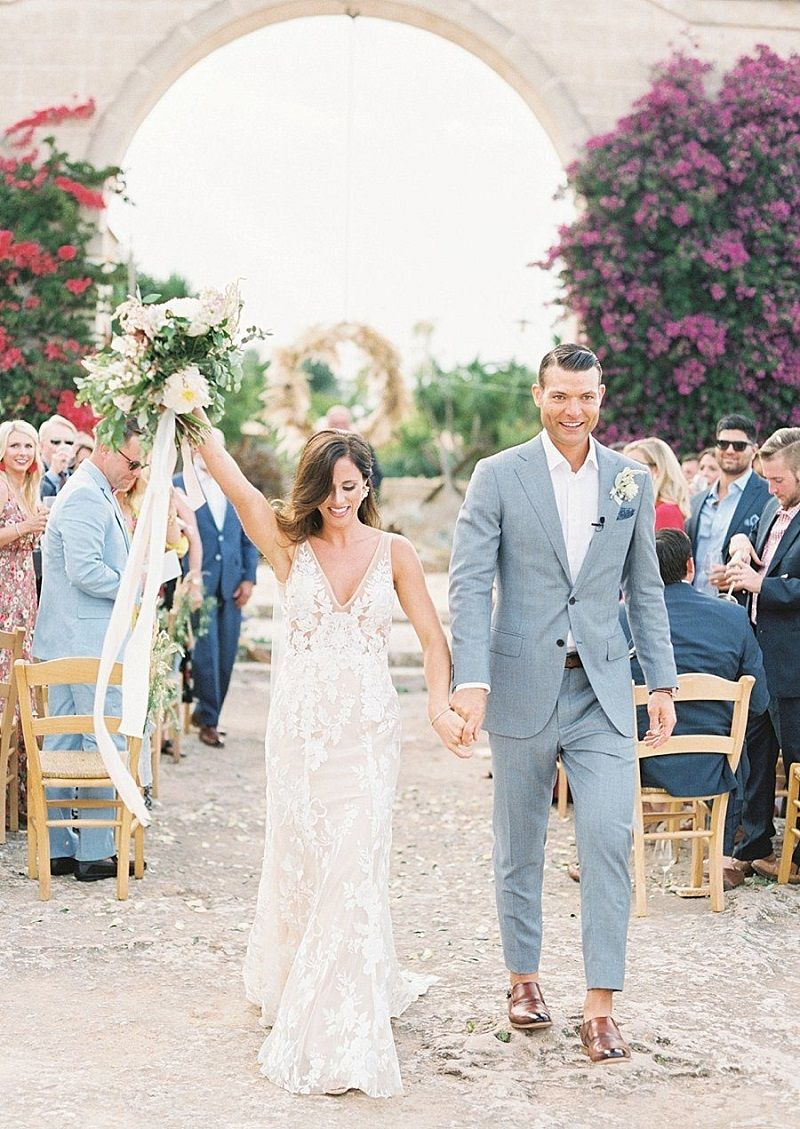 saída-da-cerimônia-de-casamento
