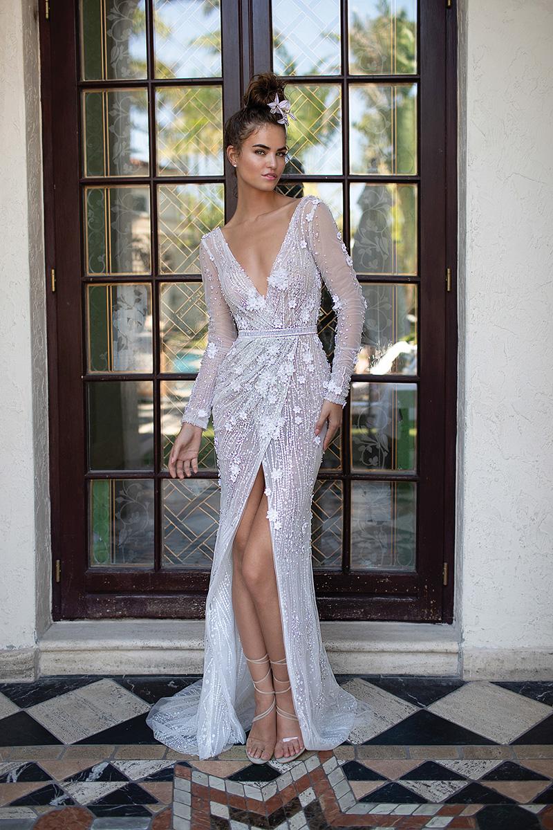 vestido de noiva com fenda na saia