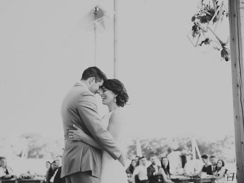 casal-dançando-ao-som-de-músicas-românticas-internacionais