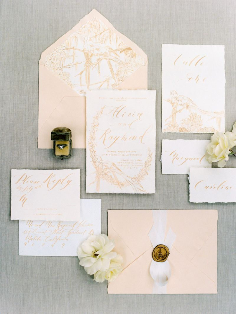 Convite de casamento com tonalidade rosa