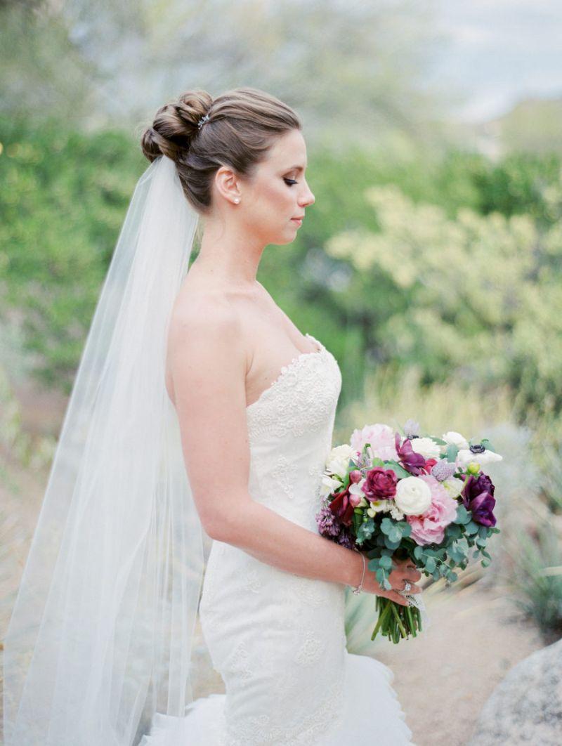 Coque de noiva com véu