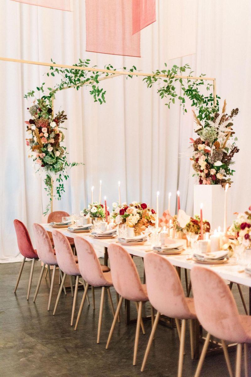 Cadeira colorida no casamento