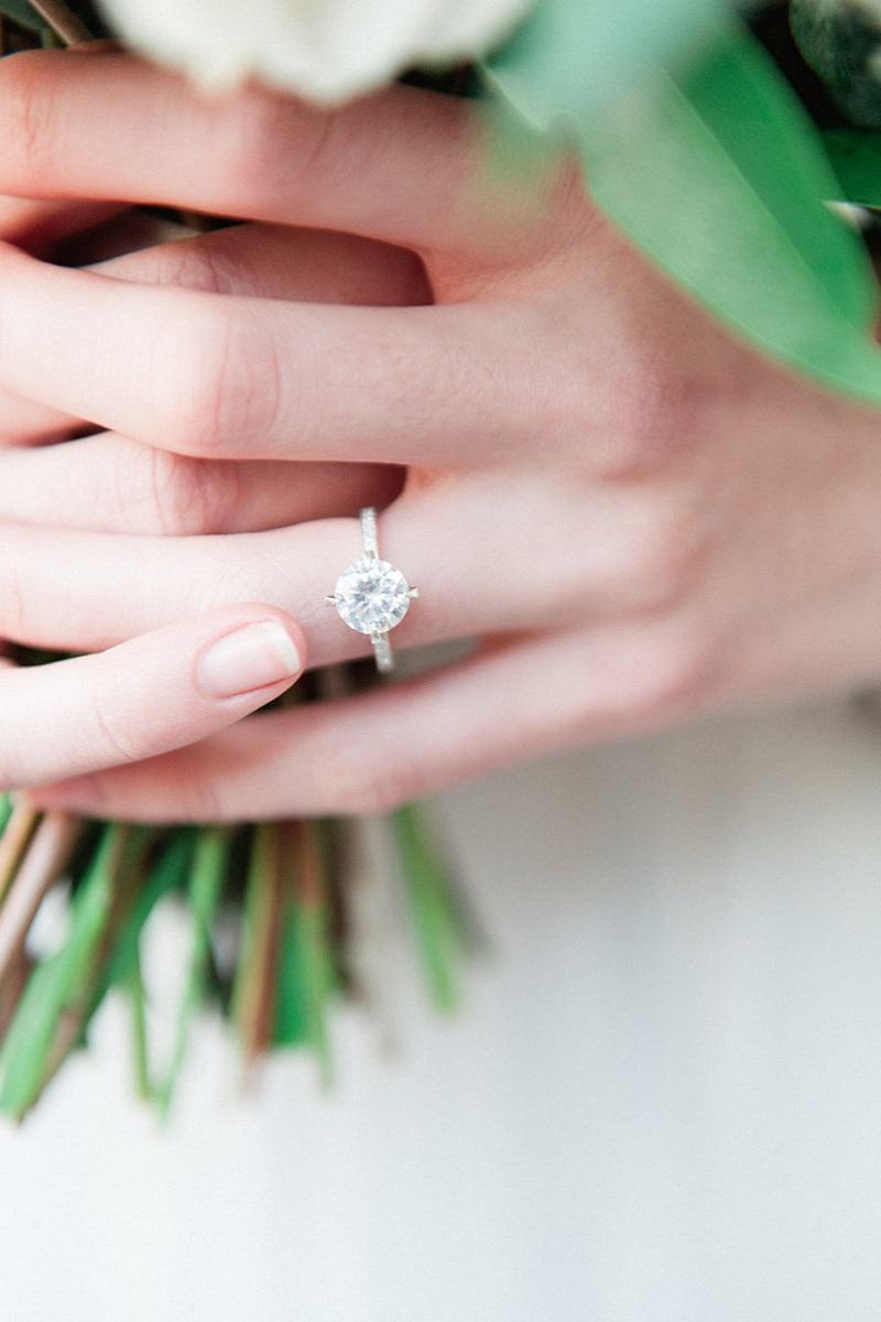 pedido-de-casamento-com-anel-de-noivado