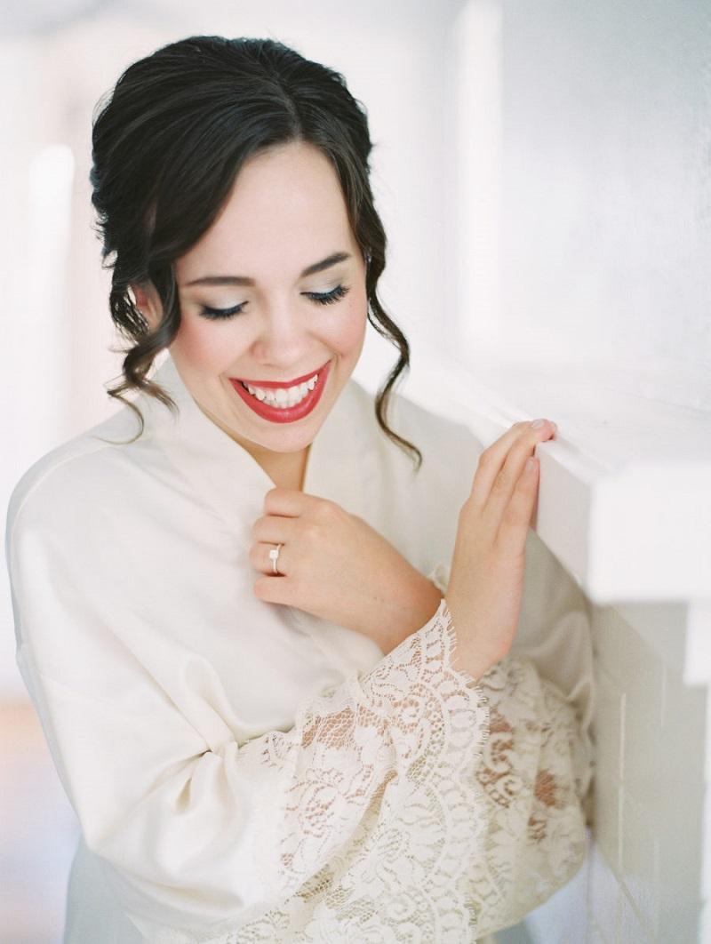 maquiagem-para-noiva-com-brilho-e-batom-vermelho