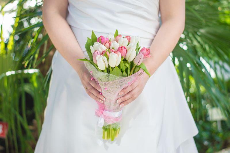 buquê de tulipas rosas e brancas