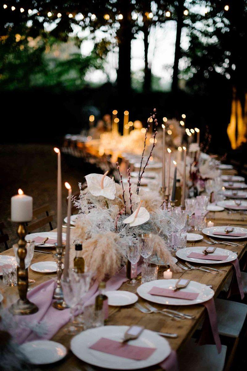 mesa-comunitária-com-decoração-rosé