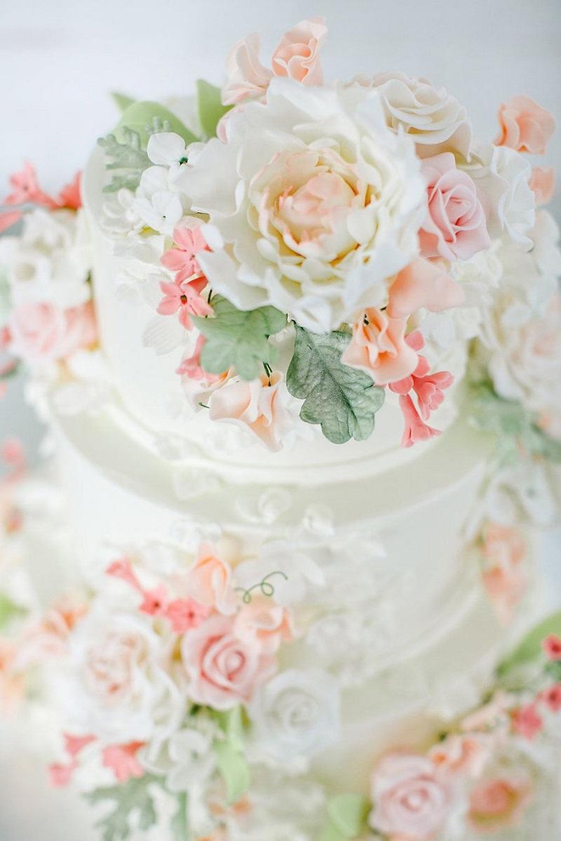 bolo-de-casamento-com-flores-em-rosé