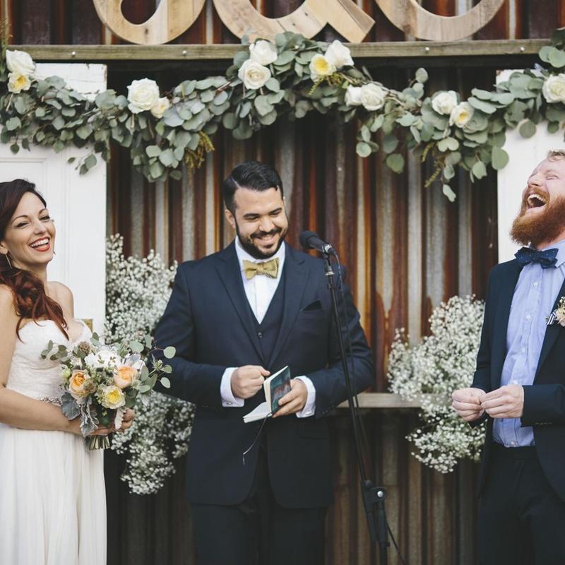 amigo celebrante de casamento