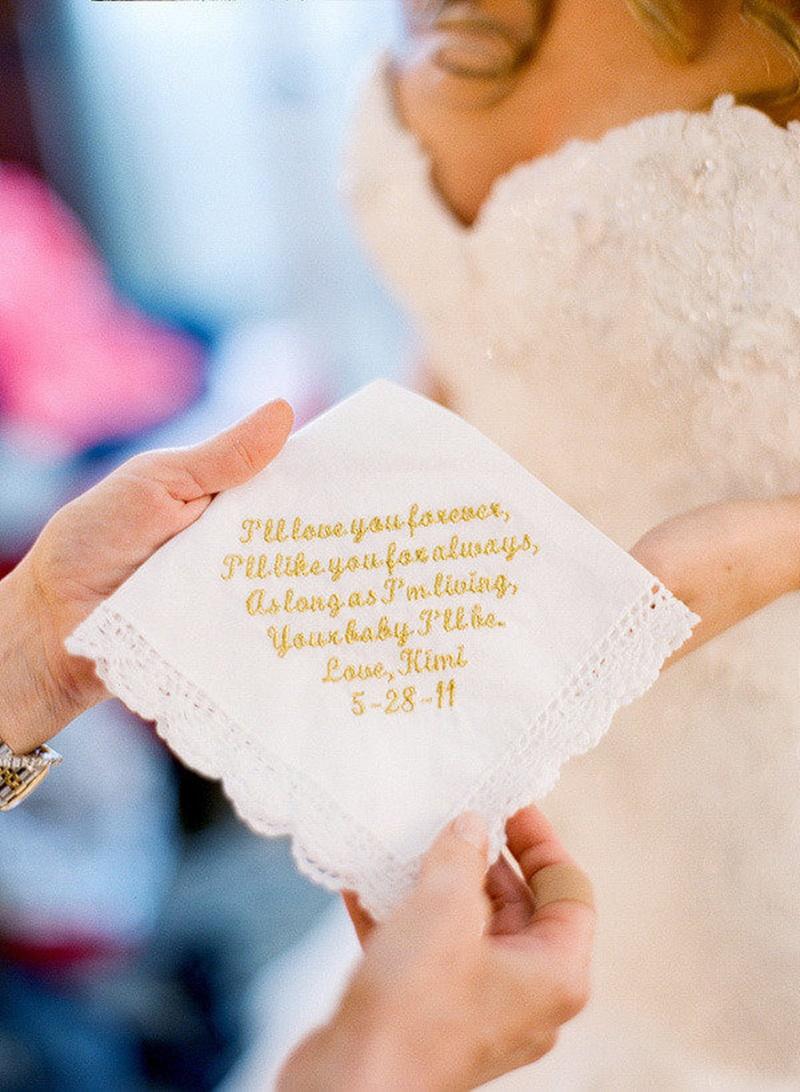lenço bordado com mensagem