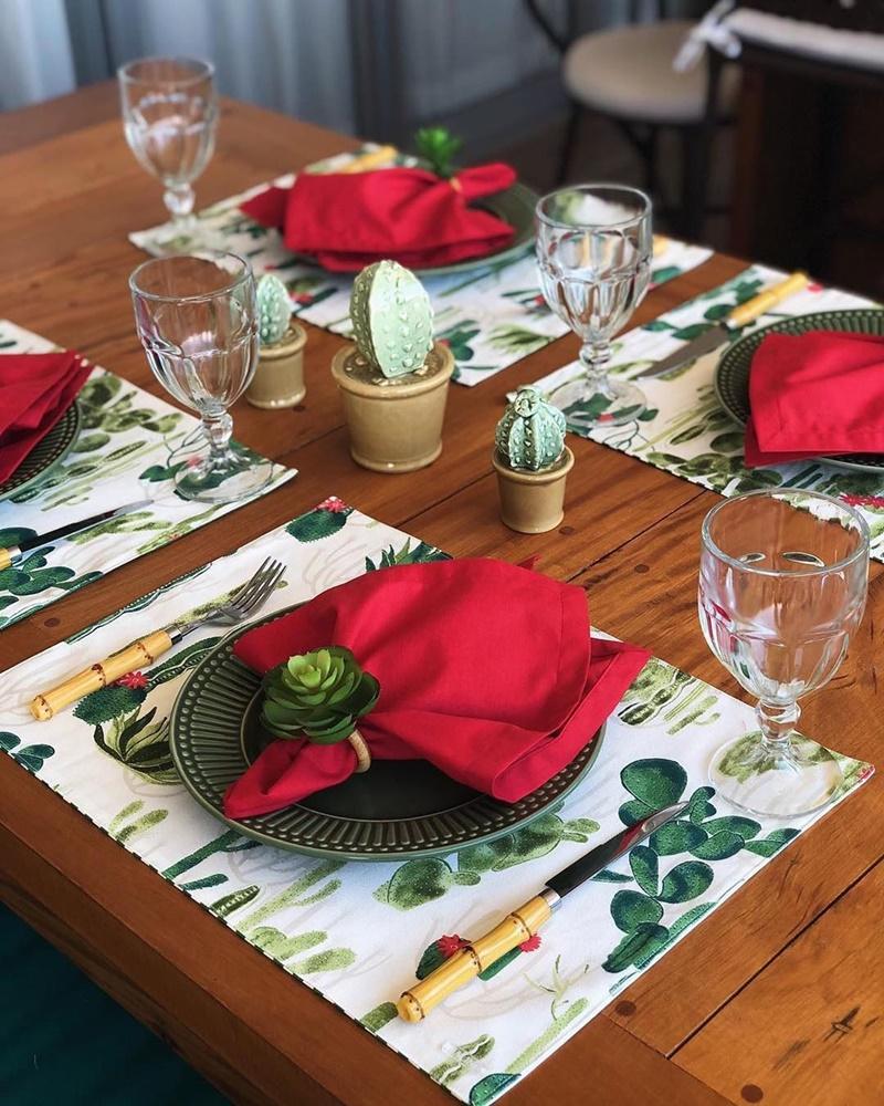 decoração em vermelho e verde