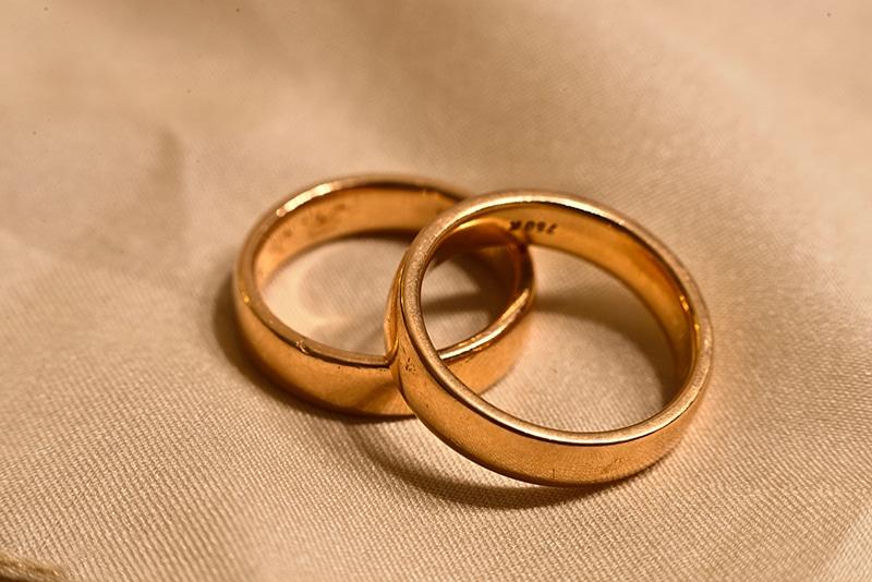 Alianças de casamento douradas